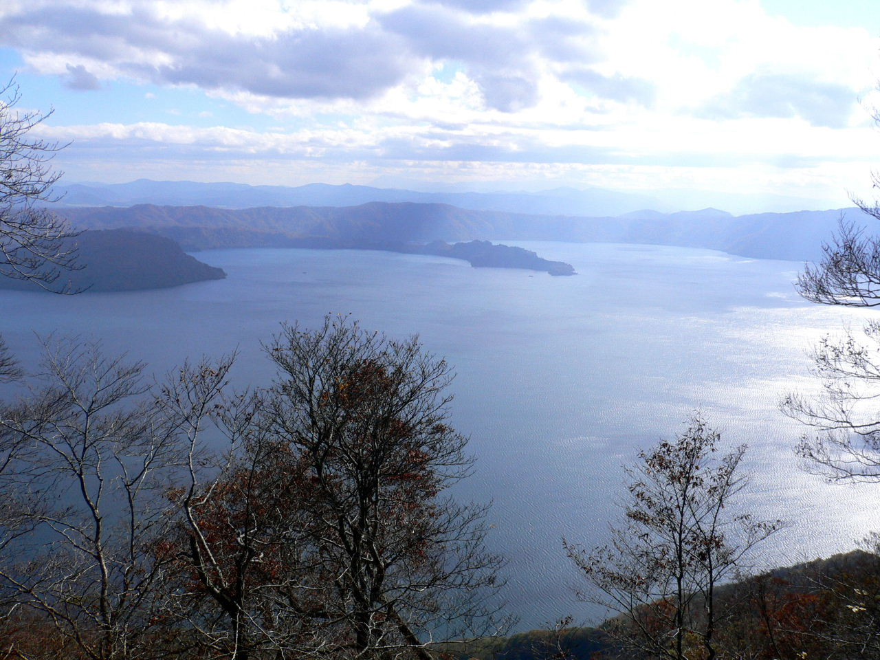 Lake Towada.jpg